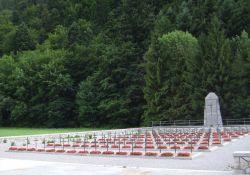 Nationalfriedhof, Gräber