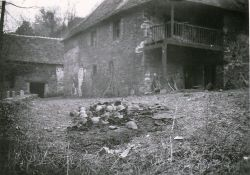 Mühle nach dem Massaker (© archives AFAV)
