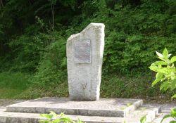 Stele 'Märtyrerdorf', bei Croix Blanche