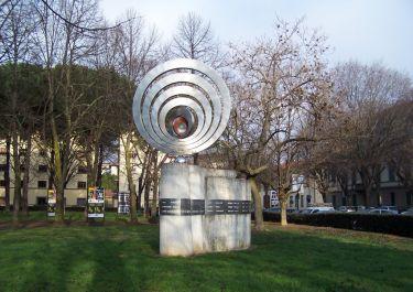 Denkmal an der Piazza Cardinale Elia Dalla Costa (Foto: Baldini)