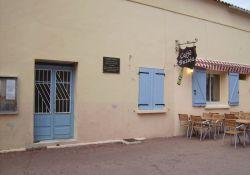 Dorfplatz mit Rathaus, Café, Museum