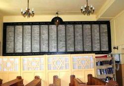 Toten-Gedenktafel in Synagoge