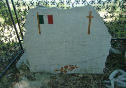 Gedenkstein für 10 Opfer