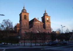 (wiederaufgebaute) Kathedrale
