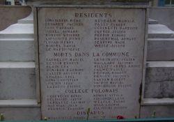 Totendenkmal: Tafel für getötete Einwohner/innen incl. Flüchtlinge