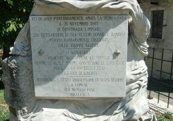Tafel auf dem Gedenkstein