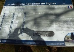 Infotafel am Eingang der Gedenkstätte
