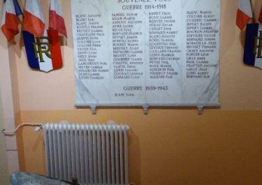 Totentafel im Rathaus, mit einem Teil des Propellers