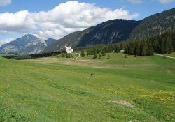 Glières-Plateau mit Nationaldenkmal; Quelle: Wikipedia