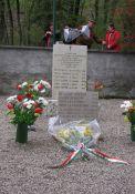 Gedenkstein in Frassenè (Foto: Jim Britt)