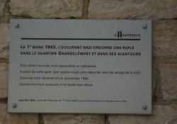 Gedenktafel an die Deportation nach der Razzia am Bahnhof