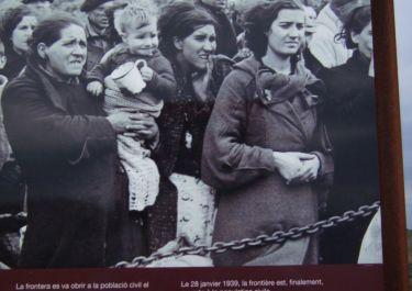 Stau vor der Grenze (historisches Foto)