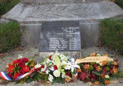 Tafel am alten Totendenkmal