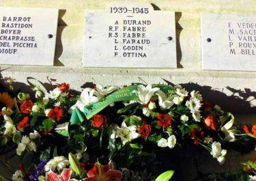 Gedenkafel am Totendenkmal; Quelle: cvdruvaucluse.canalblog