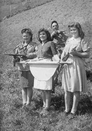 Partisaninnen am Lago di Montefiorino (Foto: Istituto Storico di Modena)