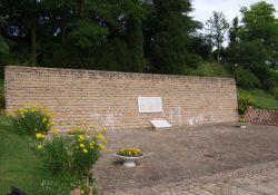 'Le Mur des Fusillés' vor dem Hügel