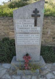 Stele fünf erschossene S.A.P.-Résistants; Quelle: J.-C. Vachet, mémorial GenWeb CC BY-NC-SA