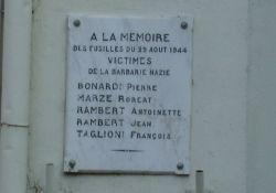 Gedenktafel an die 1944 erschossenen fünf Nazi-Opfer
