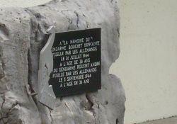 Gedenkstein im Hof der Gendarmerie