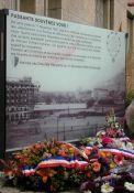 Gedenktafel an 11. November-Demonstration; Quelle: lessor.fr