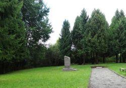 Gedenkstätte Rainiai I für die ermordeten Männer