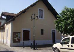 Haus mit Gedenktafel