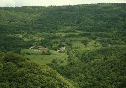 Blick auf Aranc, Ortsteil Pézières; Quelle: Sylvapram Wikipedia CC-BY SA 3.0