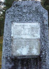 Gedenkstein auf dem zweiten Gräberfeld