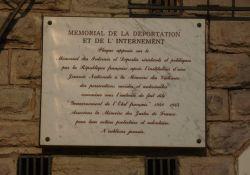 Gedenktafel an der Deportations- u. Internierungs-Gedenkstätte
