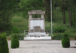 Totendenkmal auf Friedhof