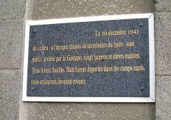 Gedenktafel an der Mauer des Collège (© Serge Tilly, CERP)