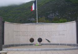 Denkmal am Ehrenfriedhof