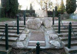 Denkmal für die in Saint-Julien-du-Verdon erschossenen Résistants aus Nizza (© Jimmy Tual, GenWeb)