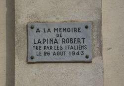 Gedenktafel für R. Lapina
