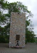 Turm mit Namenstafel der getöteten Maquisards