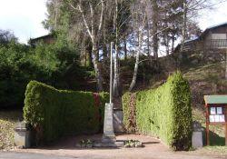 Denkmal und Stele für die neun Erschossenen