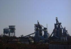 Blick vom Platz auf das Stahlwerk