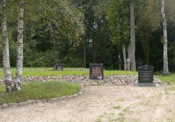 Gräber im Wald von Luponiai