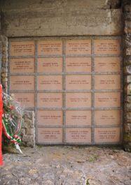 Urnengräber der Opfer