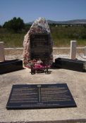 Denkmal an deportierte Juden mit Gedenkplatte für badische Juden