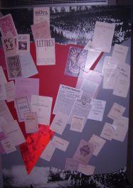Wand mit Untergundschriften, mit freundl. Genehmigung des Museums