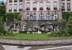 Totendenkmal, vor Mairie