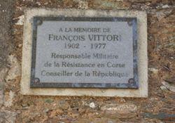 Gedenktafel F. Vittori an der Kirche
