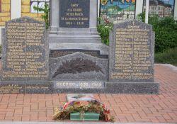 Namenstafeln am Totendenkmal