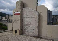 Friedhof: Grabstein für polnische Lehrer und Schüler