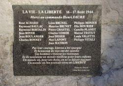 Tafel auf Gedenkstein
