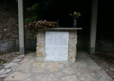 Gedenkstein in der Kapelle (Foto: Baldini)