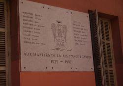 Gedenktafel für Résistants am Rathaus