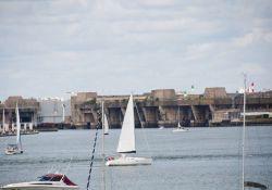 Lorients U-Bootanlagen Keroman – von Port-Louis aus gesehen