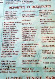 Rathaus-Halle: Tafel getötete Deportierte und Résistants; Foto: H. Oberhofer